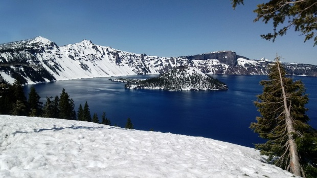 Blue-Water-Crater-Lake-NAtional-Parl-Oregon